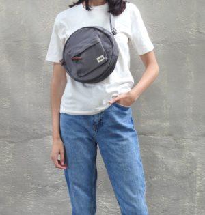 Cala bolso Sil gris fabricado con botellas reciclables calaalicante tiendaa independiente 30 aniversario
