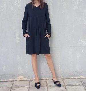 Cala vestido negro cuello de pico diseño español calaalicante 30 aniversario